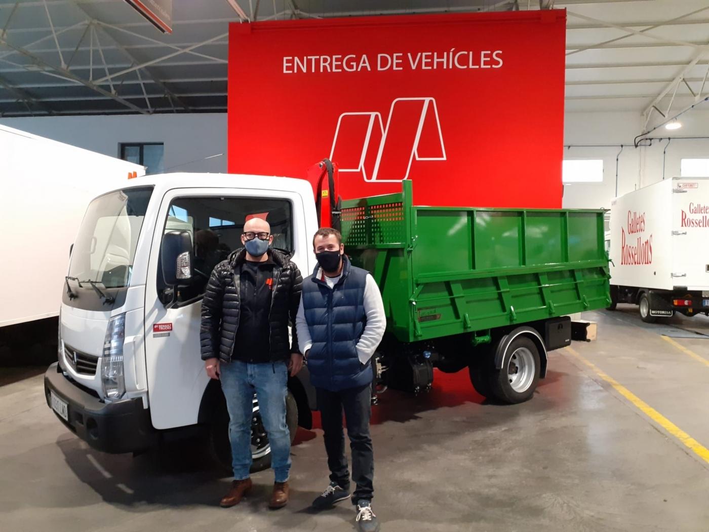 ENTREGA RENAULT MAXITY 3T5 HD / PINTURA Y JARDINES JMR