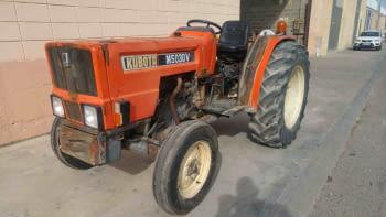 Tractor KUBOTA model M5030V - 1