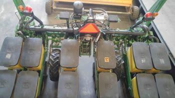Sembradora monograno JHON DEERE modelo MaxEmerge XP de 6 filas - 4