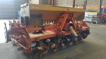 Fresa HOWARD modelo HI-100 de 2.50m de labor con sembradora RIMASA