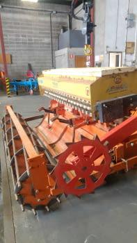 Fresa HOWARD modelo HI-100 de 2.50m de labor con sembradora RIMASA - 4