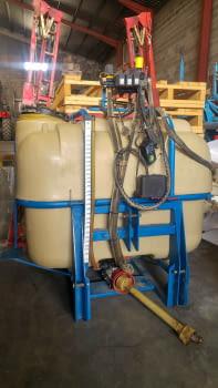 Ensolfatadora AGUIRRE de 1500 litros, barras hidráulicas de 12m.