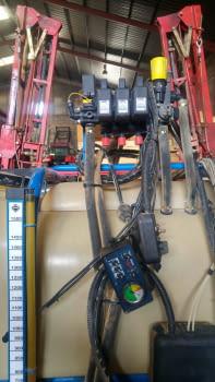 Ensolfatadora AGUIRRE de 1500 litros, barras hidráulicas de 12m. - 2