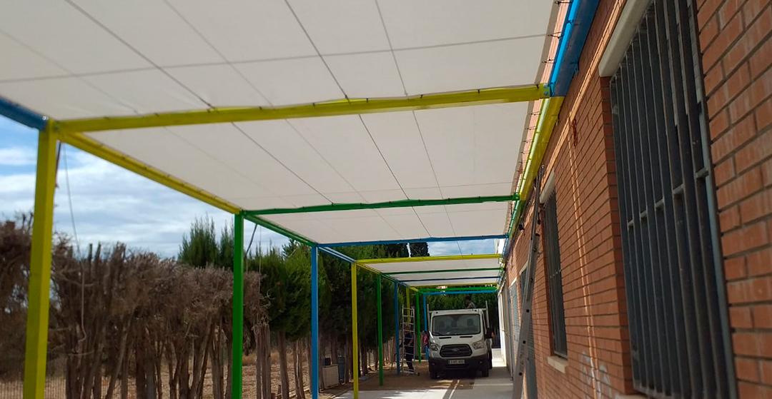 Fabricació i implantació de pèrgoles a l'escola  Raval de Cristo (Tarragona).