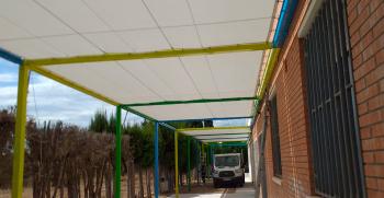 Fabricación e implantación de pérgolas en la escuela Raval de Cristo (Tarragona)