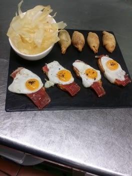 ous de guatlla i pernil, yuca