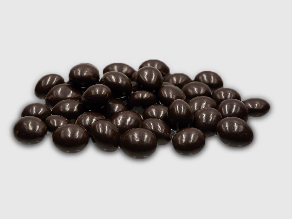 Almendra bañada al chocolate