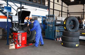 ¡Ven a cambiar las ruedas de tu camión o vehículo industrial en Calmet Maurici!