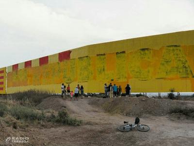 Repinten el mural independentista gegant de Bellpuig per tapar la bandera espanyola i recuperar l'estrella de l'estelada