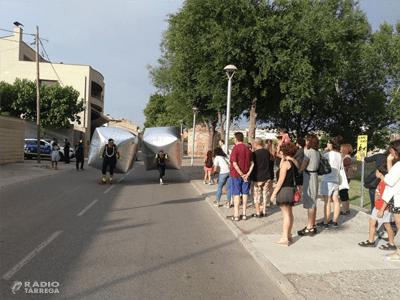 La companyia Silere ofereix una reflexió teatral sobre l'ús de l'espai públic a Tàrrega