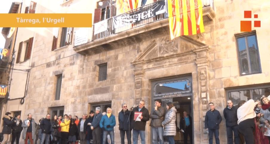 CONCENTRACIÓ A LA PLAÇA MAJOR DE TÀRREGA AMB MOTIU DE L'INICI DEL JUDICI ALS PRESOS POLÍTICS CATALANS