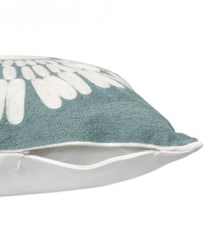 Cojín azul bordado flor 45 x 45 - 1