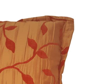 Cojín naranja raso hojitas 50 x 50 - 1