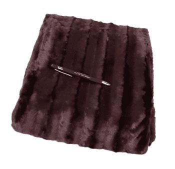 Mantita pelo marrón berenjena