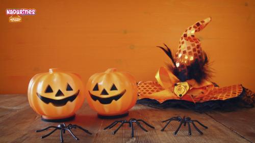 ¿Tienes una calabaza? ¡Neala nos explica cómo hacer una calabaza de Halloween!